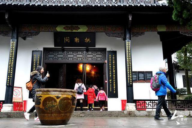 春节长假 贵阳甲秀楼成游客网红打卡地