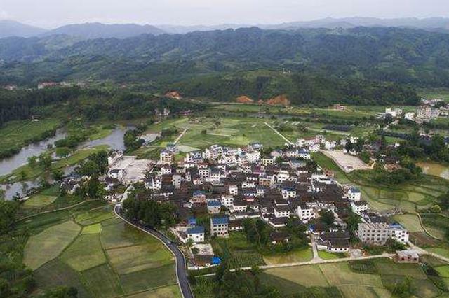 锦屏县寨先村大学生王东铃:村里的变化一年更比一年大