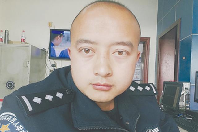 """六盘水一名普通民警因""""自黑""""走红网络"""