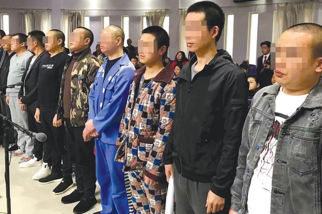贵阳乌当区法院审理涉黑团伙案 10名被告人涉嫌9宗罪