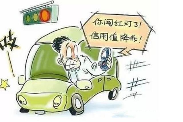 轻微交通违法现场学交规 300多人受教育
