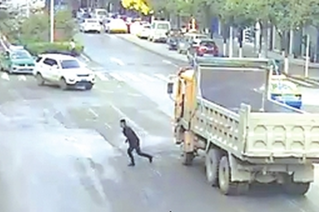 """龙里:货车停在路口只为买个早餐 一查是个""""惯犯"""""""
