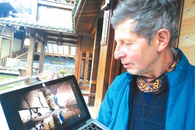 痴迷双河洞美景 法国老人8年拍照2万张