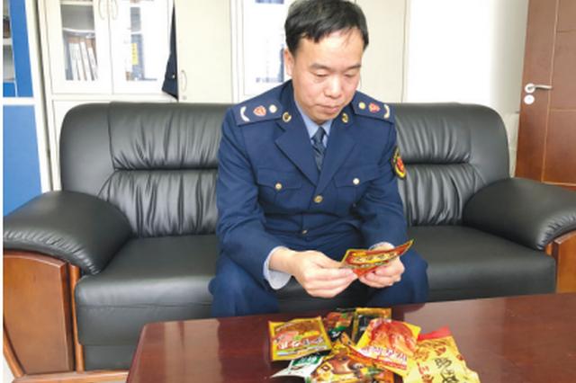 """记者暗访贵阳辣条市场:8种""""辣条食品"""" 5种有问题"""