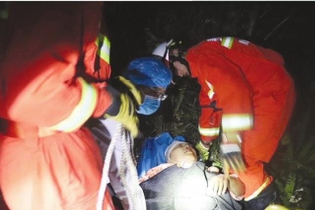 兴义消防紧急出动营救外地游客 所幸伤者没有生命危险