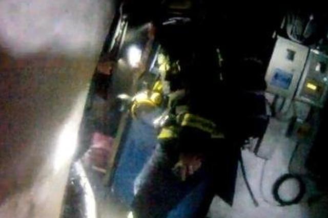 一个烟头闯祸 一车货物烧光