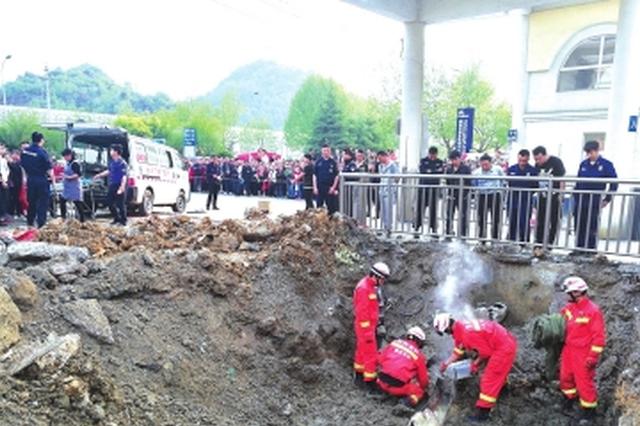 两岁半男童被吸入取水管 消防切割管道营救已不幸身亡