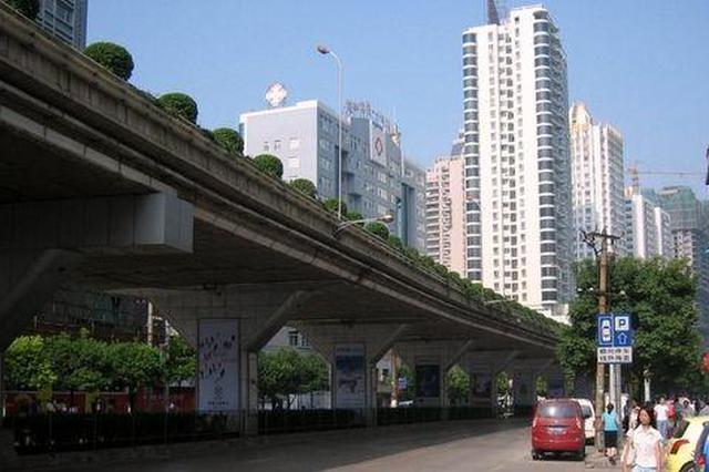 贵阳市西社区 整治高架桥下市容