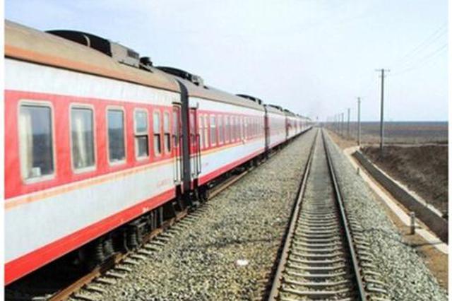 沪昆铁路受暴雨影响 贵州段部分列车晚点运行