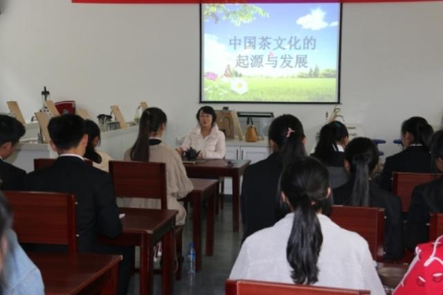 黔西南:茶香溢校园