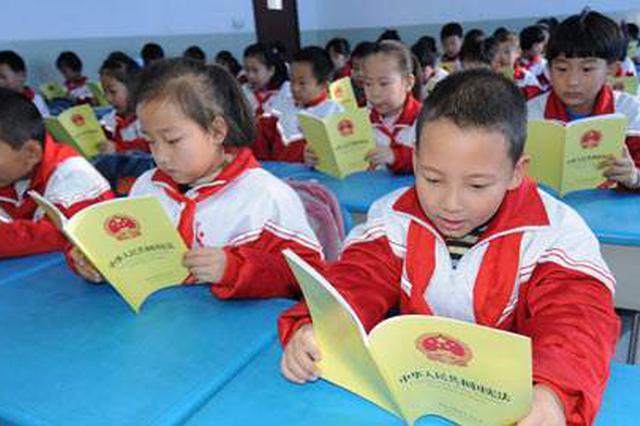 的哥余太湖 筹书捐给山区儿童要上银屏