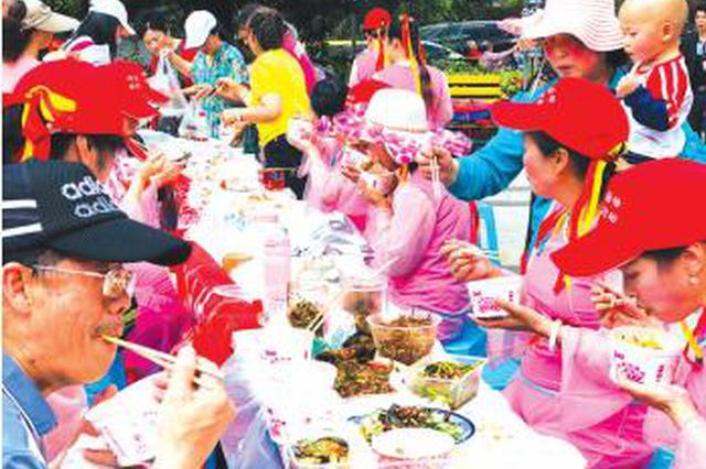 世纪城社区开展长桌宴活动 邻里一家亲长桌见真情
