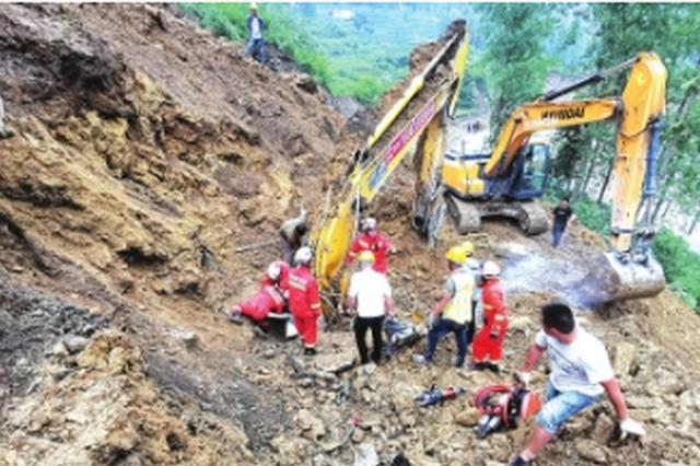 工地上挖掘機被埋駕駛員被困 生死營救驚心動魄2小時