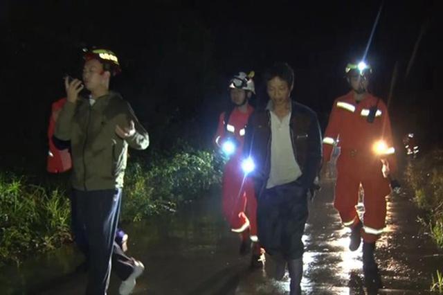 贵州24名驴友徒步过父亲节被困深山 消防雨夜救援