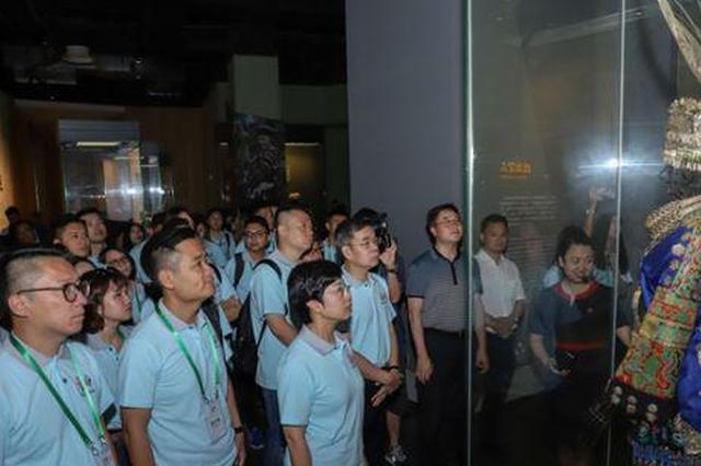 澳门青少年参访团走进贵州:感受中国西部发展变化