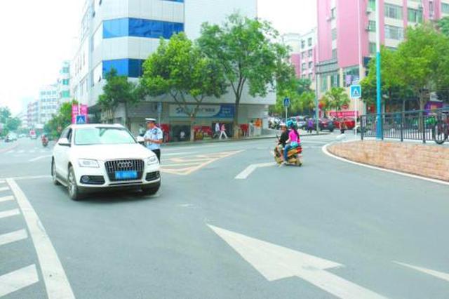纳雍交警整治校园交通环境