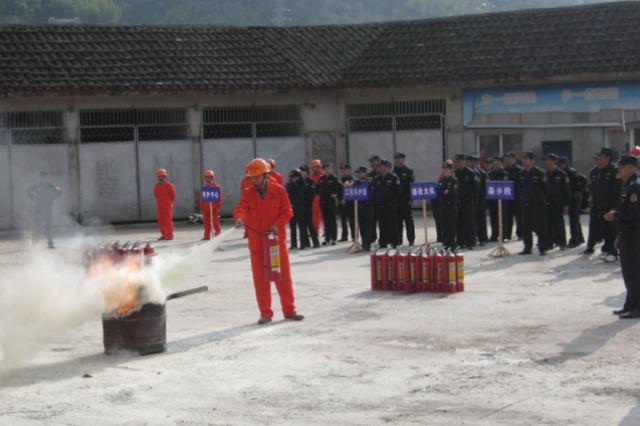顺新社区:50人参加消防应急演练