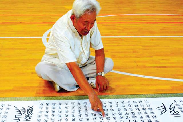 新中国成立70周年 贵阳八旬老人献上特别礼物