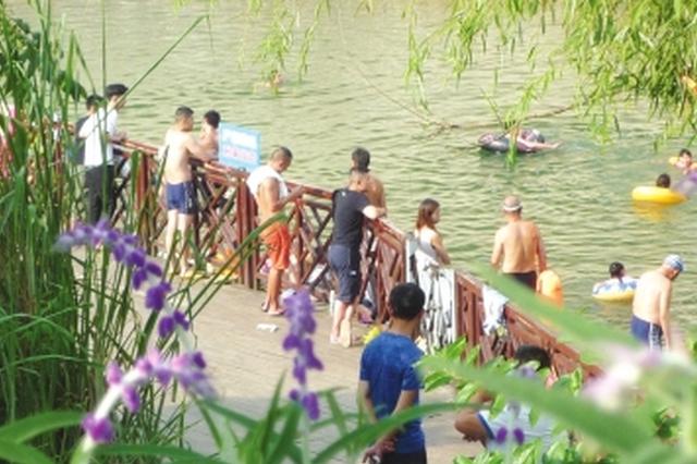 阿哈湖游泳为何禁而不止 市民担心污染饮用水源