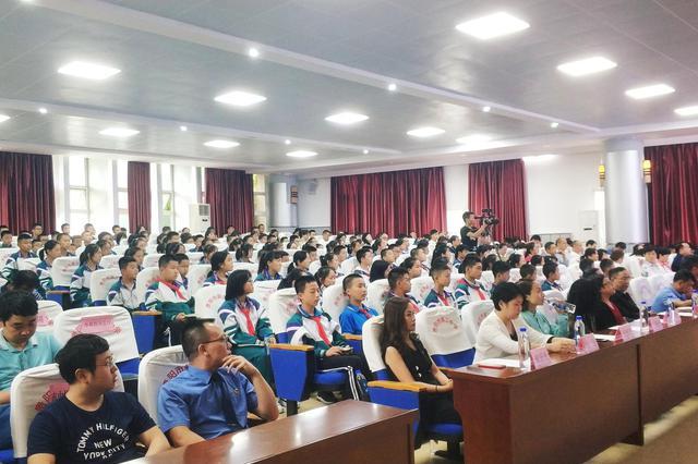"""贵阳市""""三百""""宣讲活动进校园:关注青少年法治教育 让法治理"""