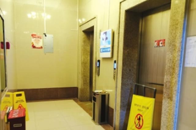 故意放水淹电梯太缺德了 物业已向警方报案