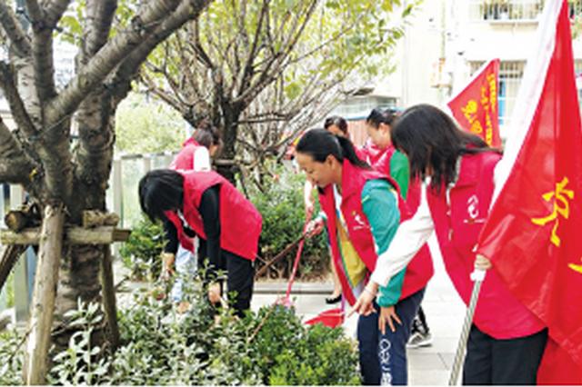 贵阳市西社区 党员志愿者打扫卫生忙