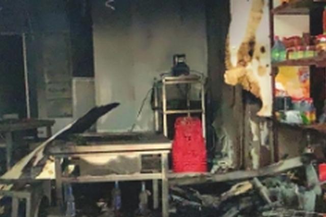 门都关了烧烤店还在冒烟 市民拨打119火被及时扑灭