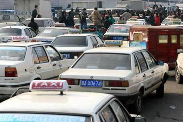 三百余辆违法车被拖曳