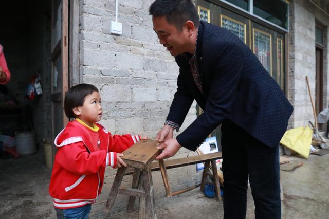 """""""小家长""""与刘家庄的222天——福泉市总工会驻村干部肖培进的驻村故事"""