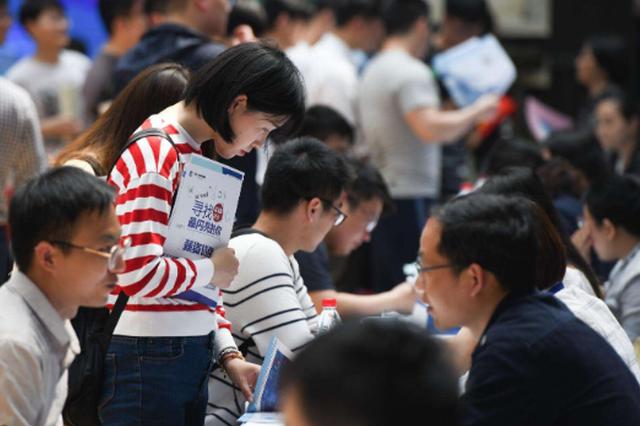 清镇招聘事业人员报名火爆 1个岗位1377人竞争