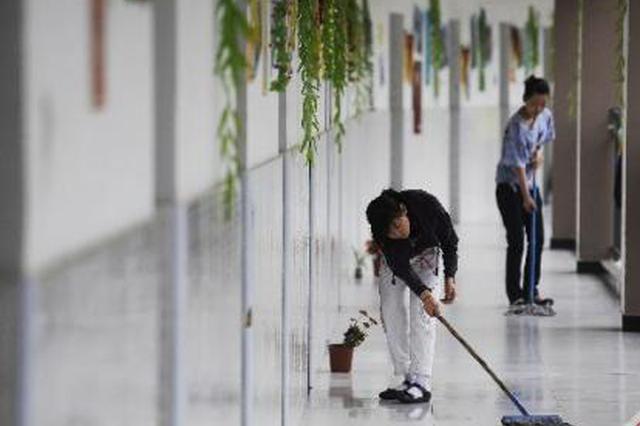 中环社区 清理卫生死角