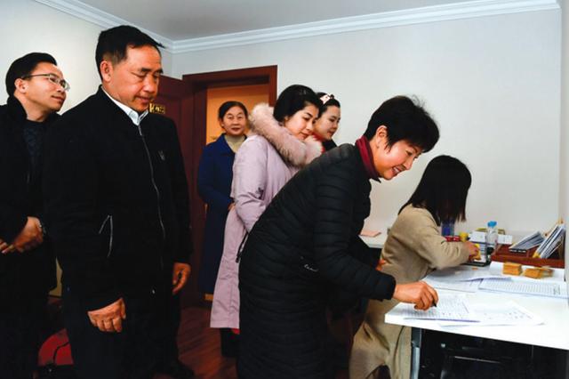 出席贵州省十三届人大三次会议的省人大代表报到
