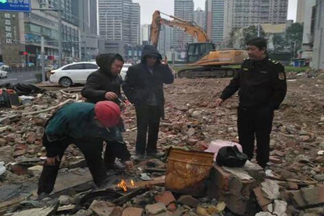 延中社区整治露天烧火取暖行为