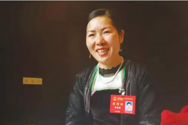 """【聚焦省两会】李春燕代表讲述""""兼职""""为村民推销水果的故事"""