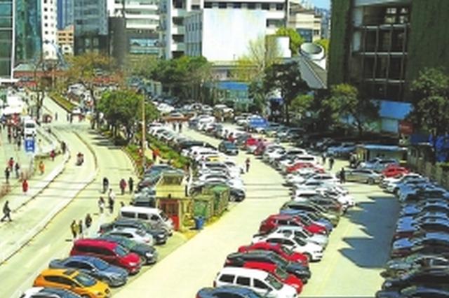 """杨瑞东委员建议:结合医院现状从地下和空中""""找""""车位"""