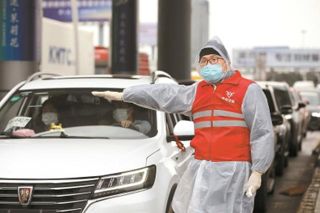 无视疫情防控期间交通管制 司机私自遮挡号牌被罚