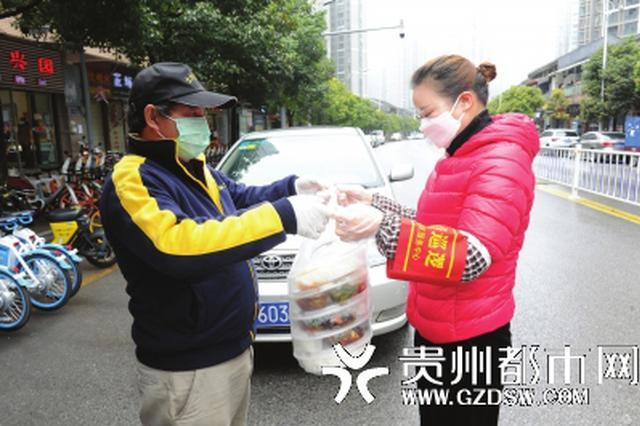世纪城一老板连续一周为259名抗疫人员免费提供午餐