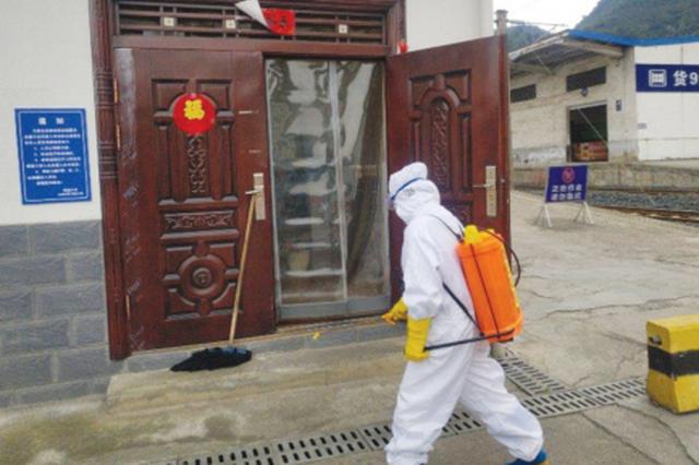 贵州省阳光救援队 对贵阳南车站开展公益消毒