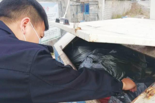 8旬老人800元卖菜钱不见了 民警翻遍一车垃圾终找回
