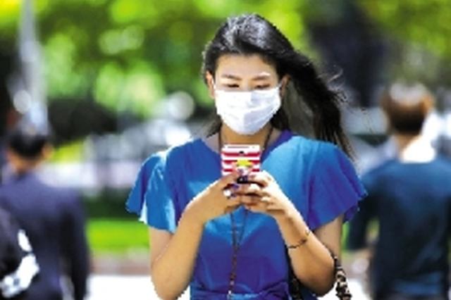 多地疫情防控应急响应级别下调,啥时可以摘口罩?