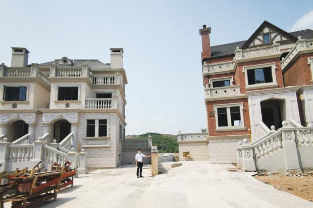 """贵阳:别墅花园被""""缩水"""" 购房市民已向住建局投诉"""