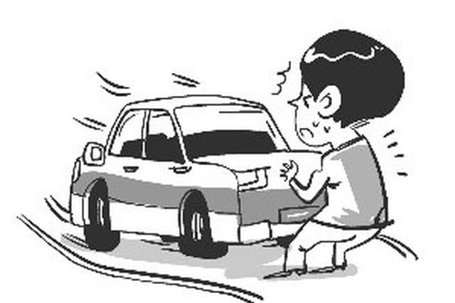 坡上停车不拉手刹,司机险些闯了大祸