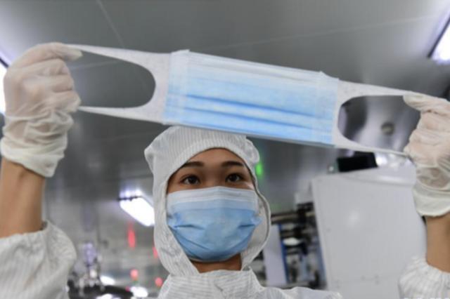 贵州龙里:加紧防疫物资生产 支援疫情防控