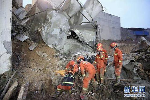 贵阳混凝土公司滑塌事故:搜救出9人中4人无生命体征 失联3人
