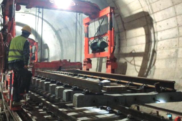 贵阳地铁2号线一期铺轨施工顺利推进