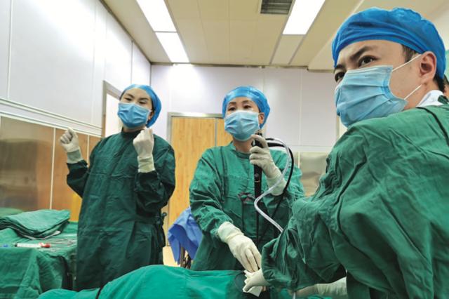 贵州医科大学第二附属医院呼吸科成功完成首例内科胸腔镜手术