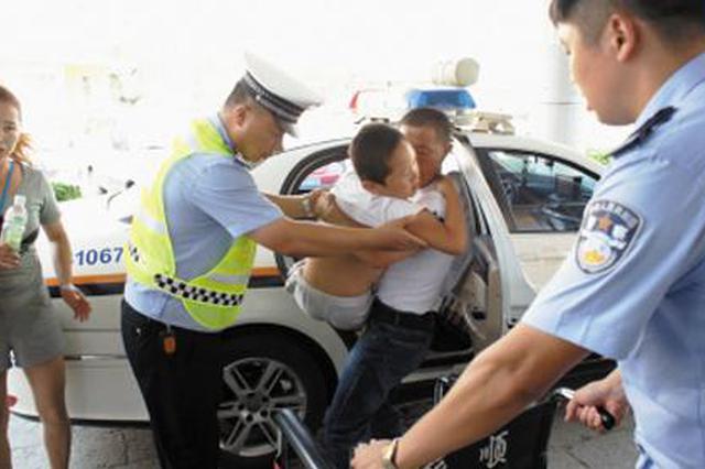 男子手指被切断 交警火速送医院