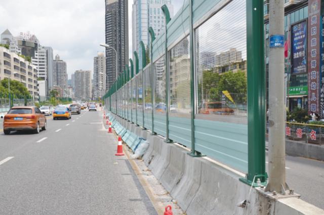 贵开路高架桥装上新型隔音墙