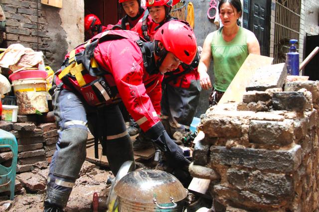 暴雨袭桐梓 消防紧急出动成功营救被困群众26人