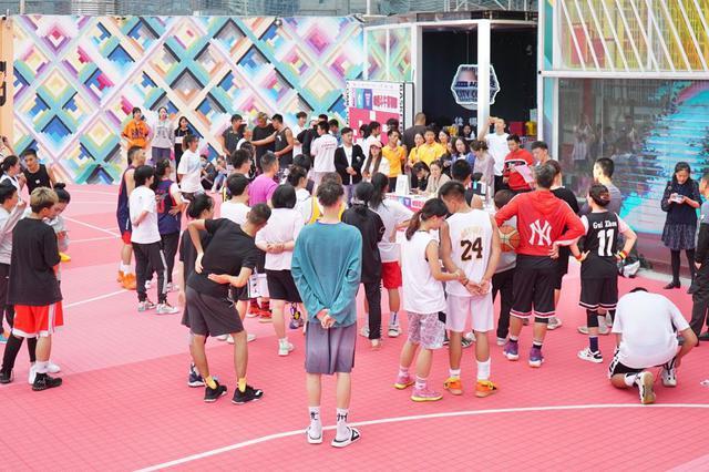 喷水池国贸广场《就爱和你一起嘎》城市情侣篮球赛开赛啦